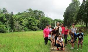 Servidores municipais realizam plantio de mudas nativas em comemoração ao Dia Mundial da Água