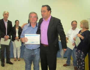 Entrega oficial do Mérito Ambiental ao superintendente do SAAE