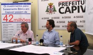 Superintendente do SAAE, José Luiz Cabral, prefeito Rodrigo Proença e o vice, Vitor Riccomini em coletiva de imprensa