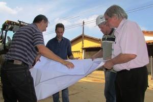 Prefeito Rodrigo visita obras para Saneamento básico