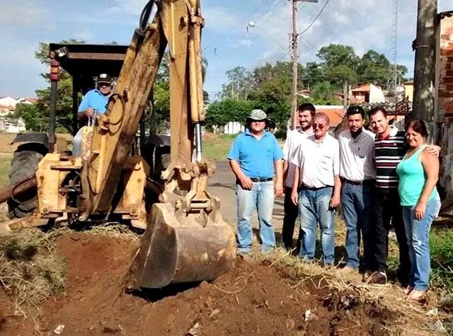 01-02-16 - SAAE inicia construção da rede de esgoto da rua Antônio Bocchio