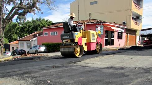 SAAE inicia recuperação do asfalto no trecho onde foi implantado o coletor de esgoto Central