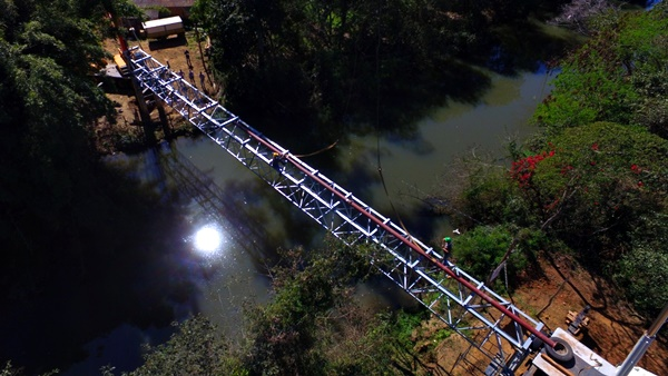 SAAE realiza instalação de uma treliça sobre o rio Capivari